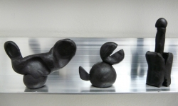 6 drei mönster, gespiegelt, aus der Werkgruppe »mönsterchen«, Kleinskulpturen aus Knete, 2008-12