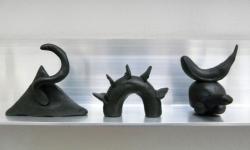 5 drei mönster, gespiegelt, aus der Werkgruppe »mönsterchen«, Kleinskulpturen aus Knete, 2008-12