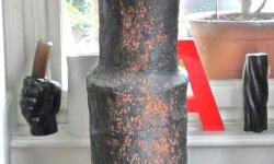 1 zeitröhre, 2006, Skulptur, Frontansicht,Terracotta mit Engobe behandelt, Höhe 173 cm